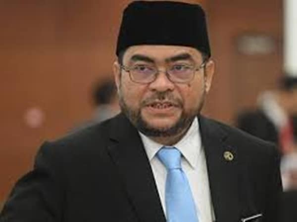 Mujahid meets MCMC to act against Nur Sajat's 'umrah' social media posts