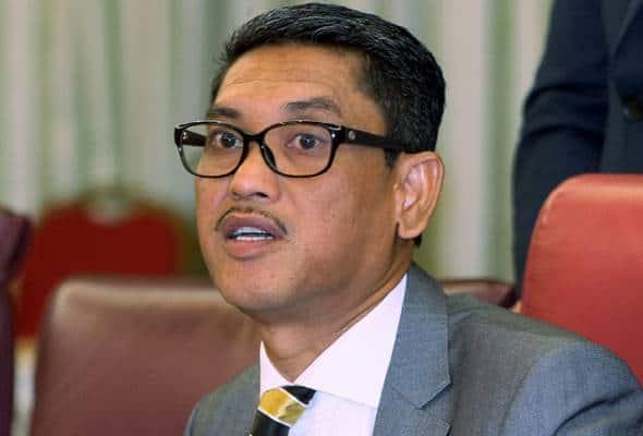 Ahmad Faizal Azumu dilantik MB Perak ke-13