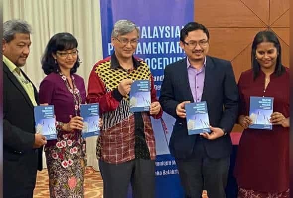 Buku panduan tatacara Dewan Rakyat dilancar