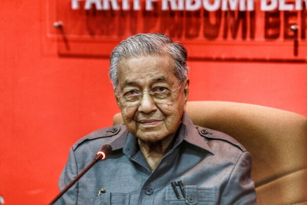 Tun Mahathir umum jadi blok bebas bersama Warisan